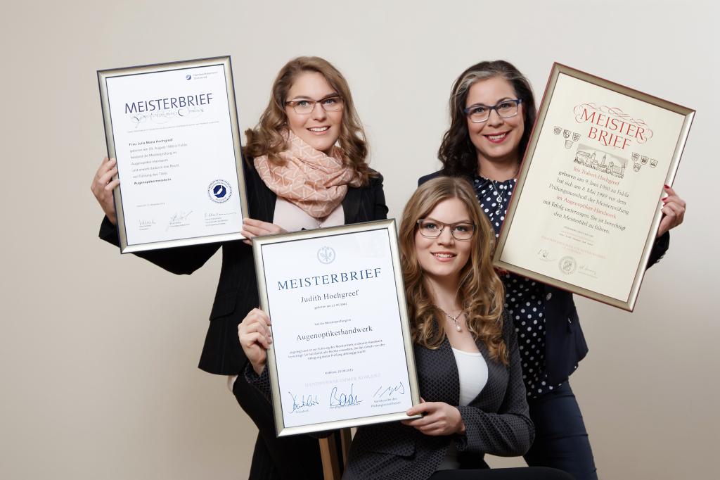 30 Jahre Brillen Trabert Neuhof, drei Augenoptiker-Meisterinnen: Iris Trabert-Hochgreef und ihre Töchter Julia und Judith Hochgreef.