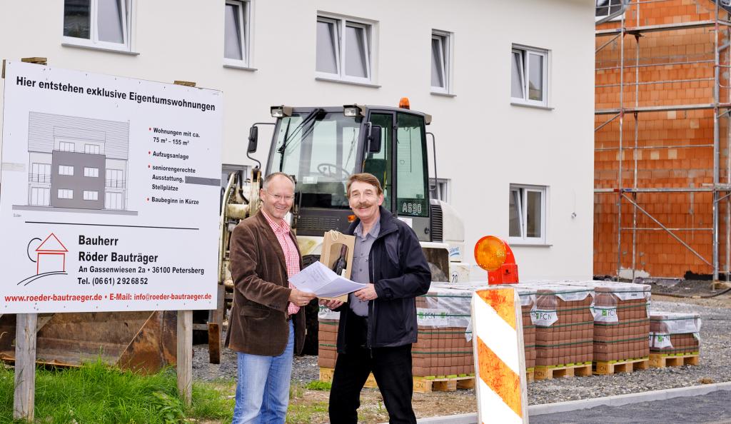 Klaus Lippert begrüßte Manfred Röder als neues Mitglied. Foto: Fotostudio Lippert