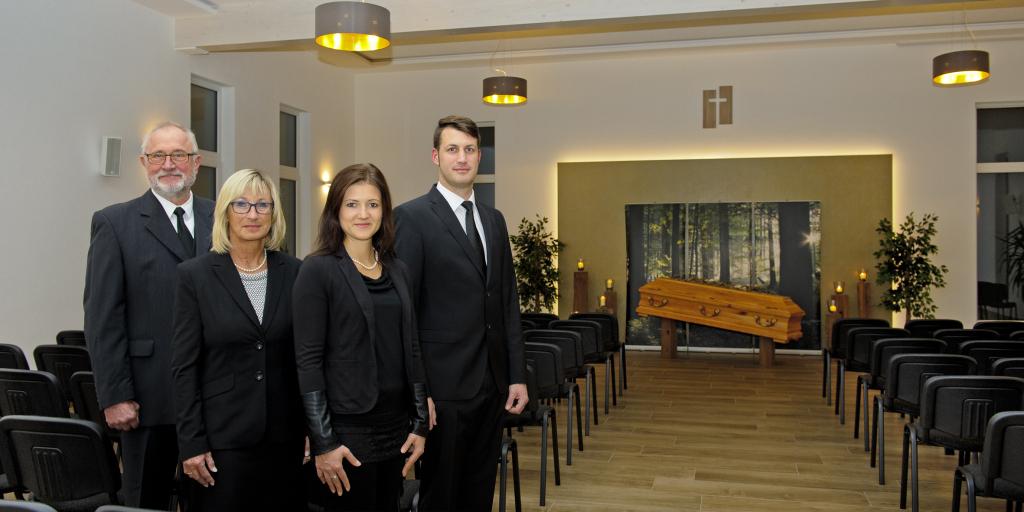 """David Traud (1.v.r.) und sein Team im neuen """"Haus des Abschieds"""". Foto: Fotostudio Lippert"""