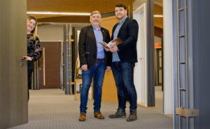 Partner für Neubau und Renovierung: Lukas Fladung, Erich Fladung (Geschäftsführer) und Vanessa Fladung (von rechts). Foto: Fotostudio Lippert