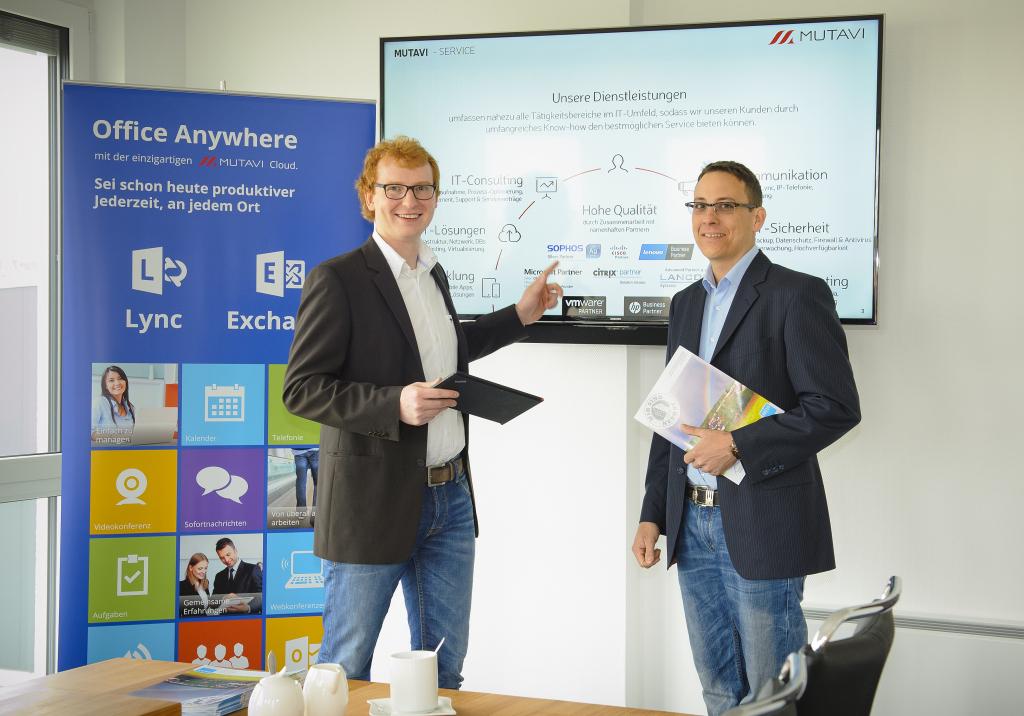 Mutavi-Geschäftsführer Johannes Henkel (links).